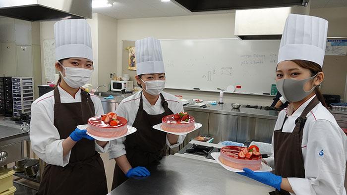 【授業紹介】春の製菓実習、授業風景を紹介します!