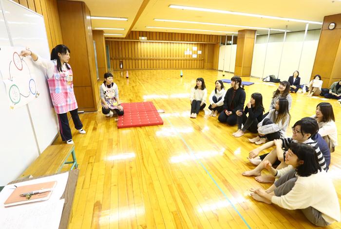 模擬保育で学び合い「教職実践演習」