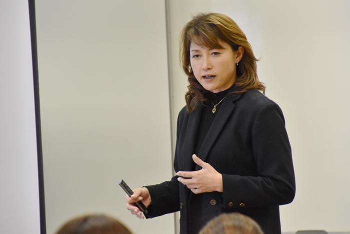 スポーツ健康コース 客員教授 岡崎朋美先生の講義スタート!