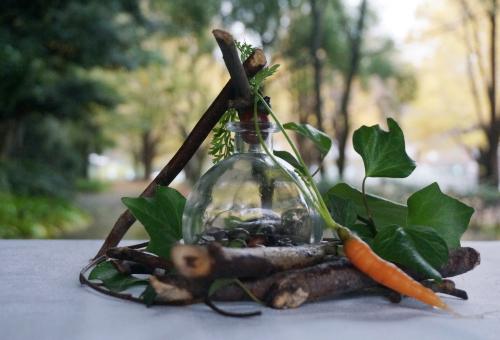「カレーキャラバン」で自然物のオブジェ制作