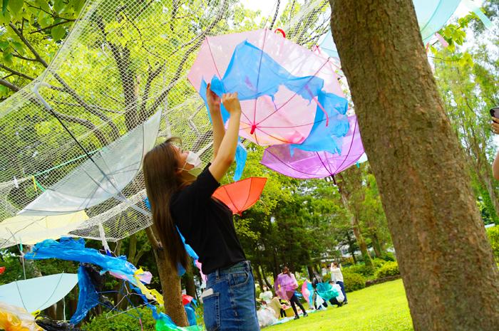 児童文化コース「造形ワークショップ」公園をカラフルに!