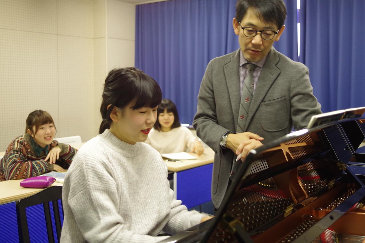 保育科授業紹介【ピアノのレッスン】