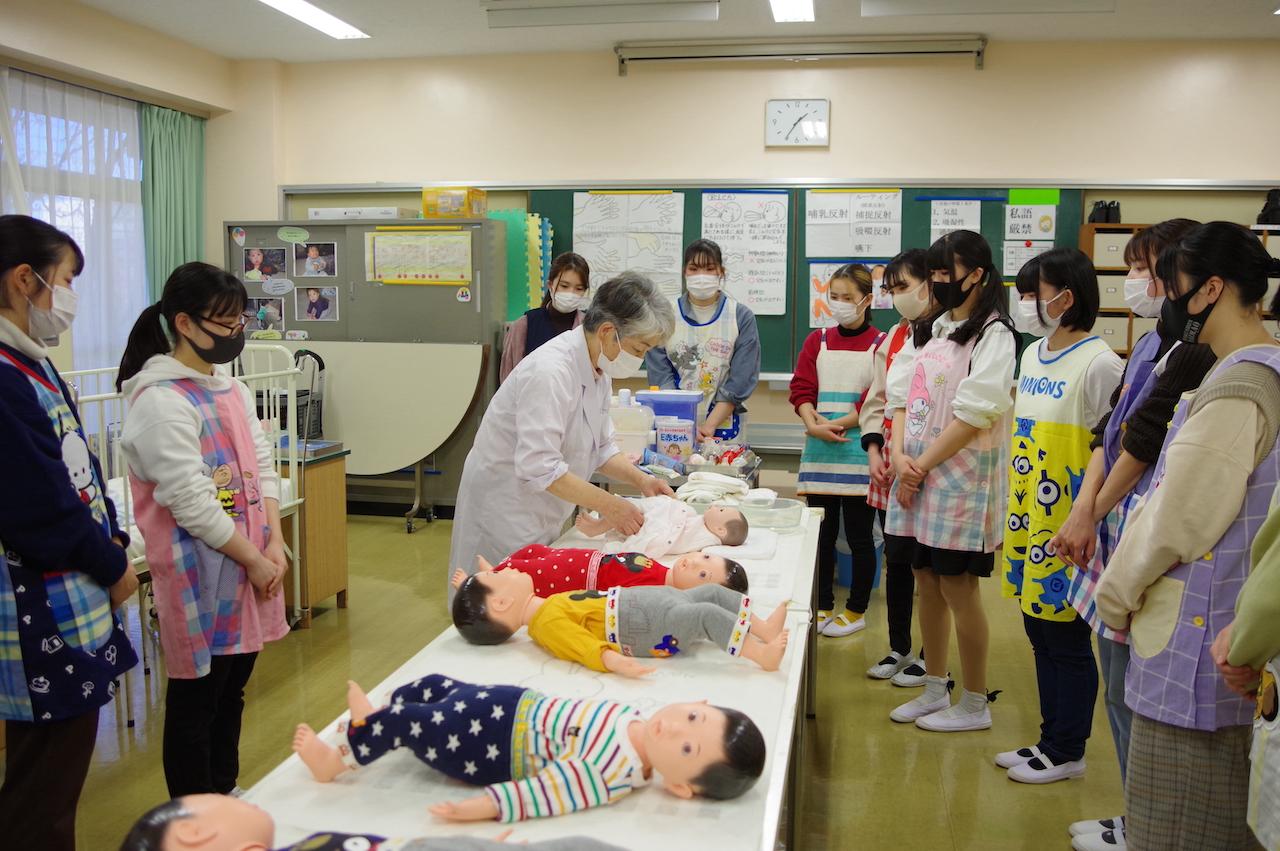 【授業紹介】子どもの健康と安全 〜体験する大切さと保育者としての自覚
