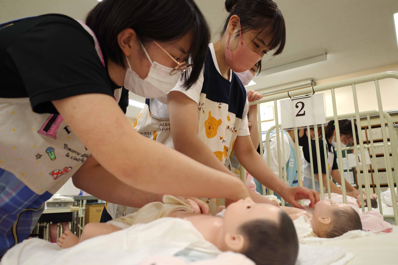 【授業紹介】乳児保育Ⅱ   おむつ替え
