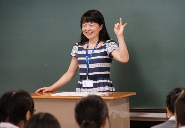 本学児童学科の関口先生が『夢ナビライブ』に出場します。