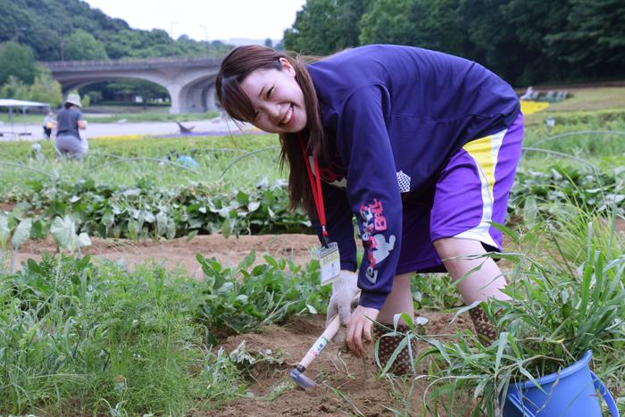 祓川ゼミ 小学生と農業体験!② その2 除草 種まき