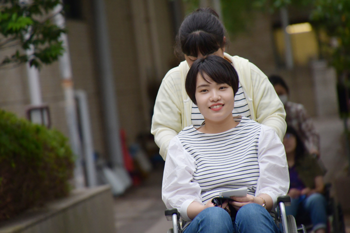 子どもたちから信頼される教育者に~特別支援・車椅子体験~