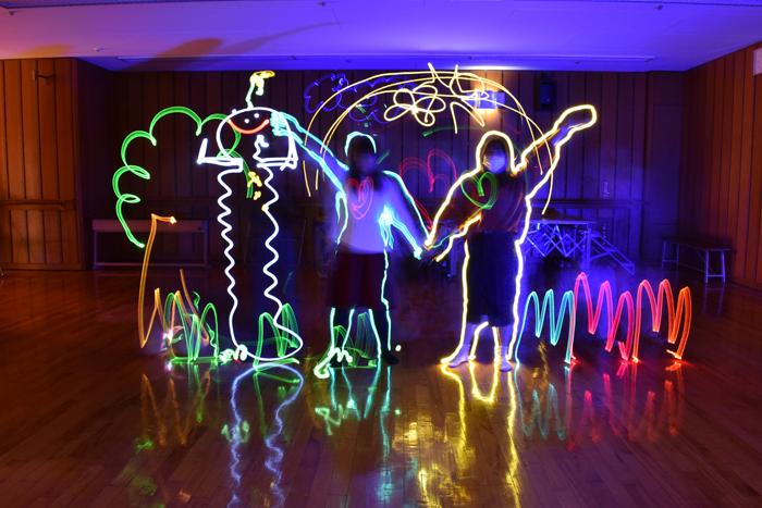 光のアート! ライトドローイングの授業