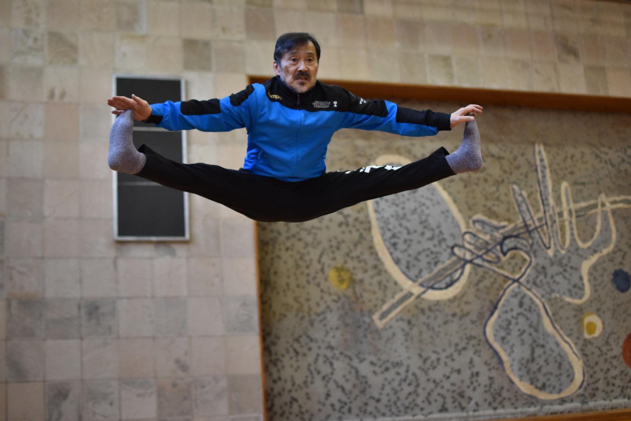 市場俊之先生の「スポーツ実技Ⅲ-1体操・器械体操1」