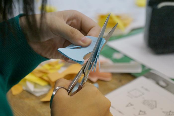 【おうち時間をたのしもう】⑧  折り紙・切り紙で遊ぼう