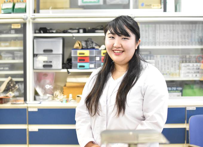 卒業生紹介(18)学友会、ボランティアが活きる 本学理科研究室助手として活躍