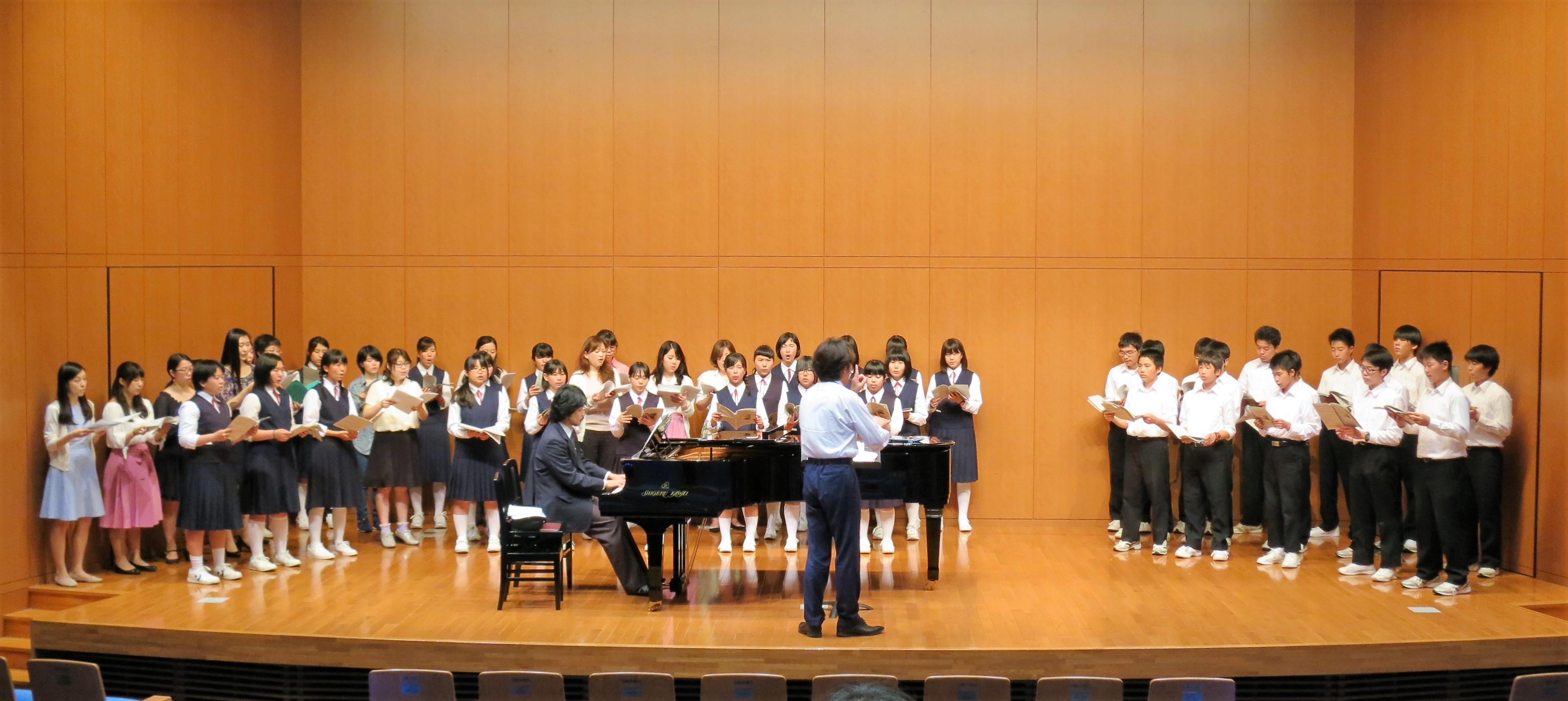 ともに歌い合い、学ぶ ~京都の中学生が音楽学部で合唱授業を体験~