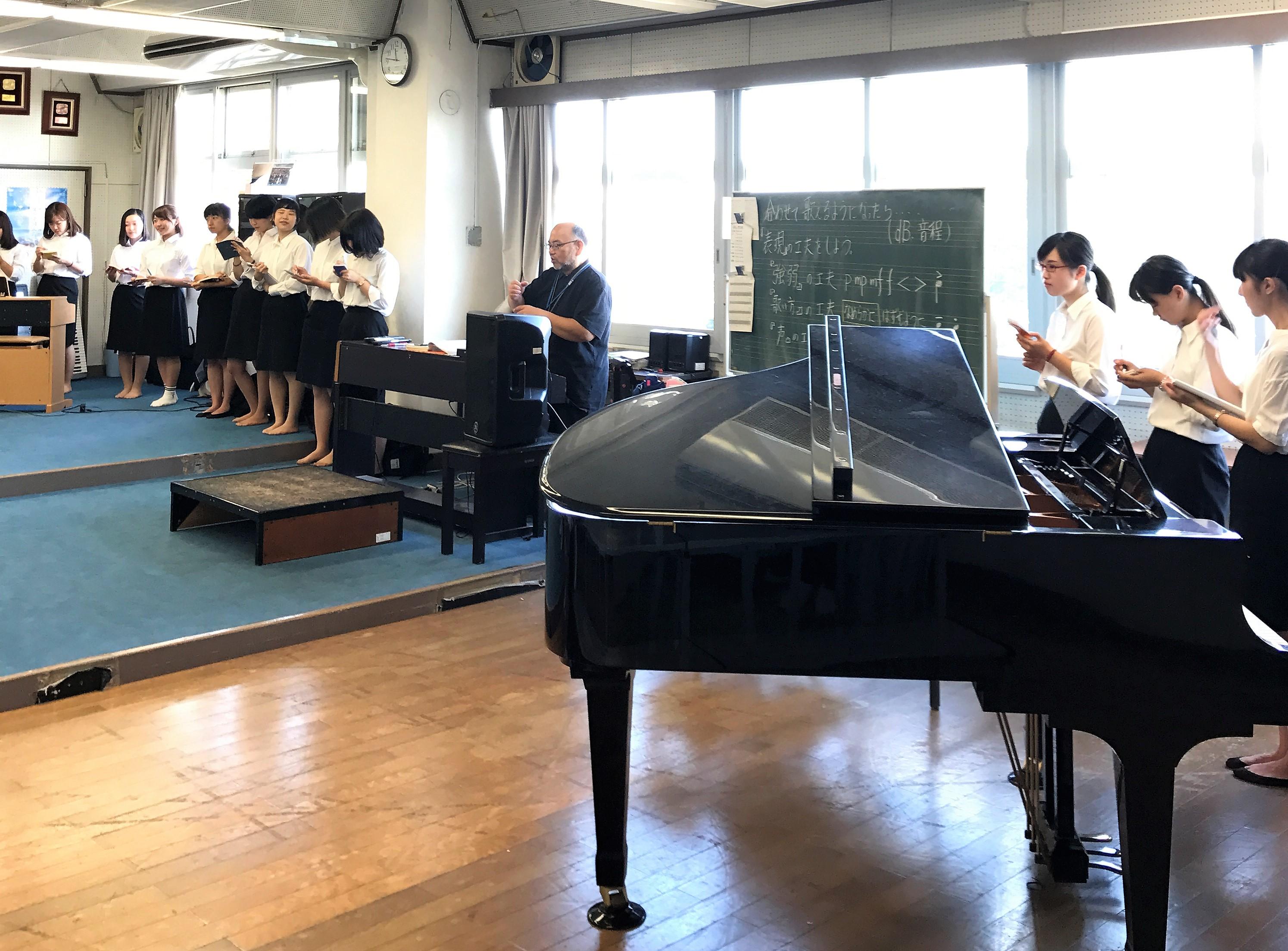 中学校音楽授業を観察し、教育現場を知る