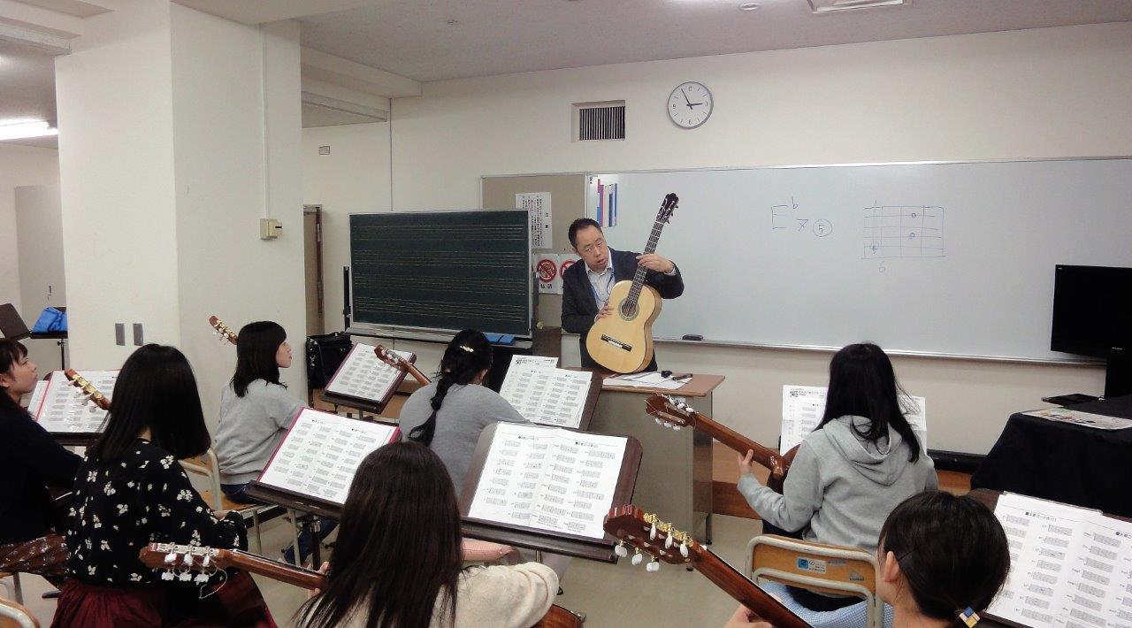 授業紹介:「ギター演習Ⅰ・Ⅱ」(音楽療法コース3年生春・秋学期)