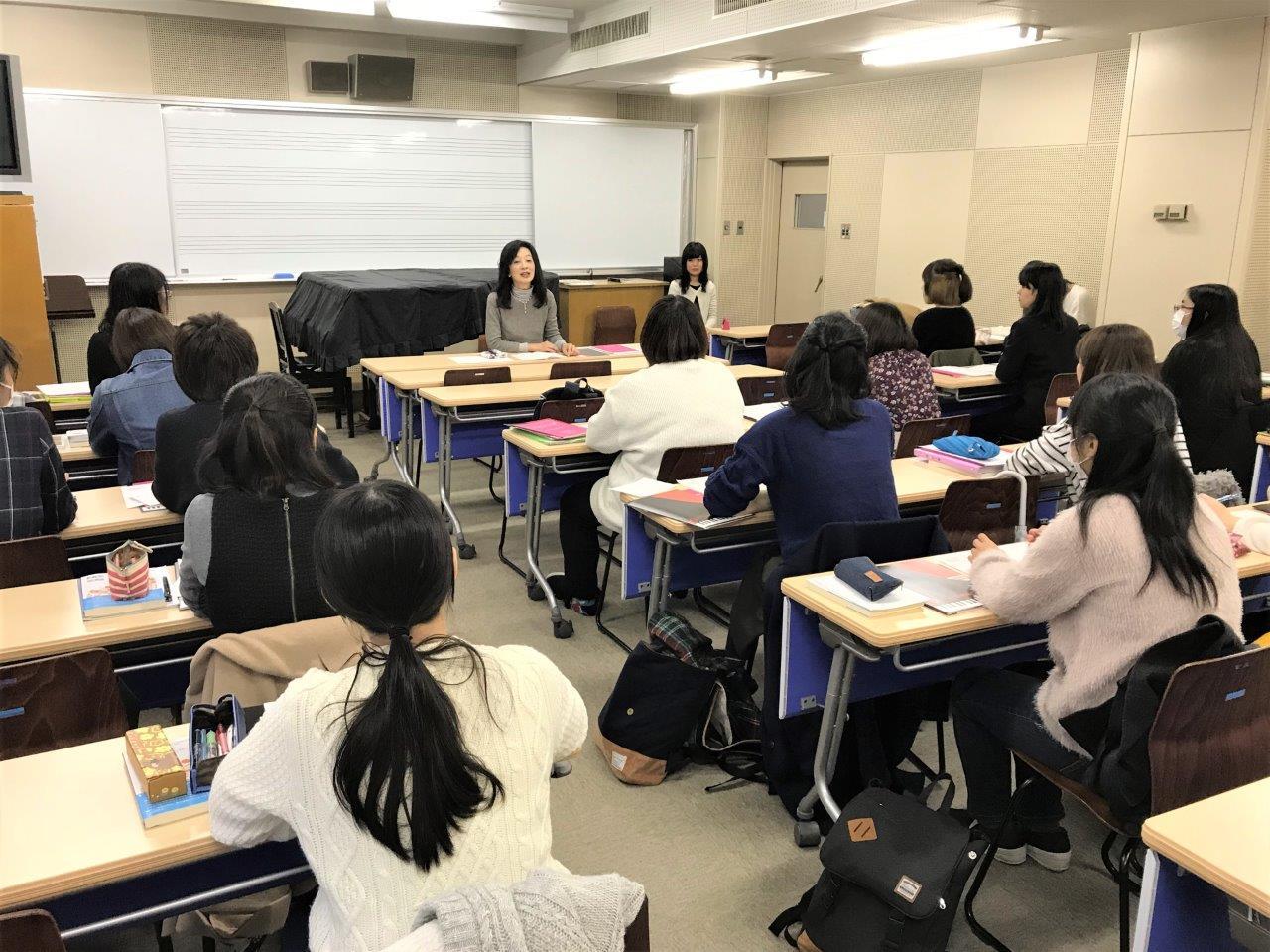 「音楽と社会(音楽キャリア教育Ⅰ)」にゲスト講師と先輩:音楽教室の講師の仕事とは…