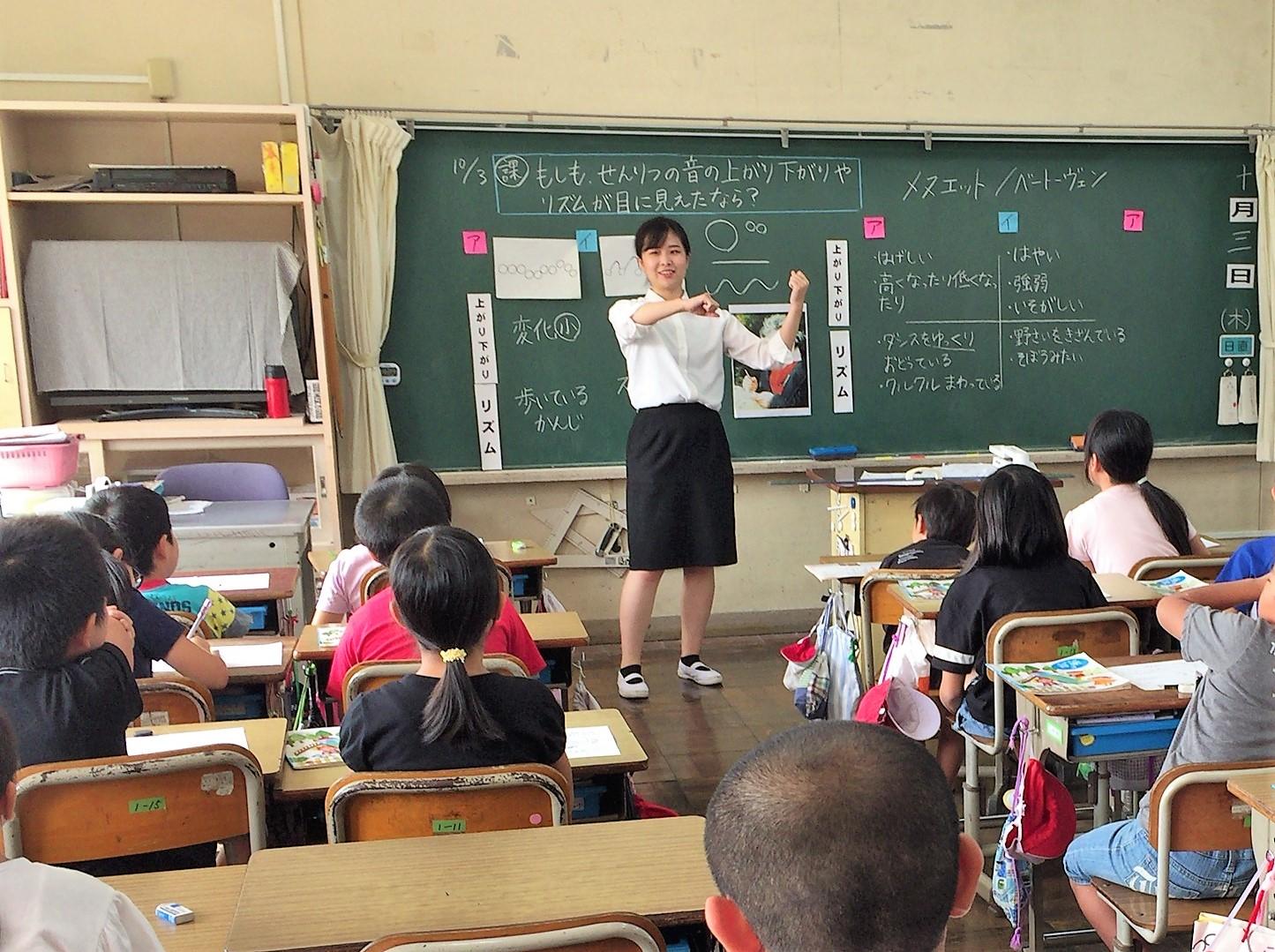 小学校の教育実習、4年生が奮闘中