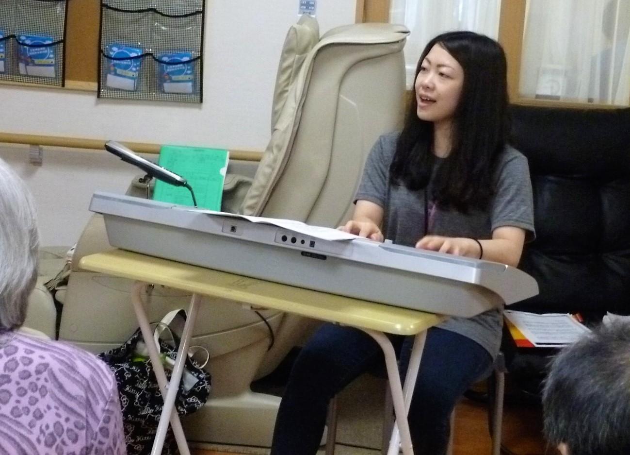 かがやく卒業生(21):音楽療法を学び、高齢者施設の運営会社に勤務するIさん
