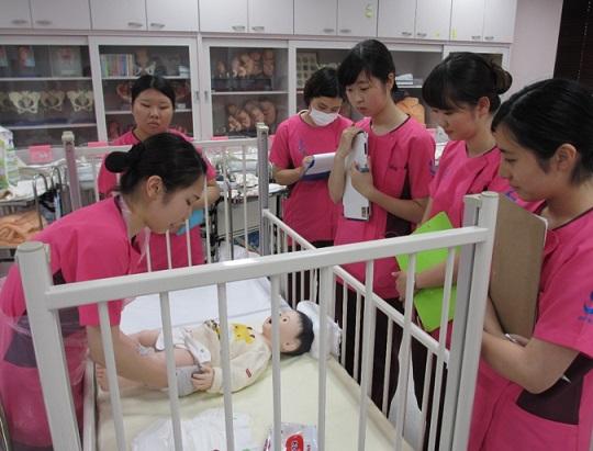 演習を紹介します⑤ 小児看護学演習を紹介します。どれも簡単なようで難しいのです
