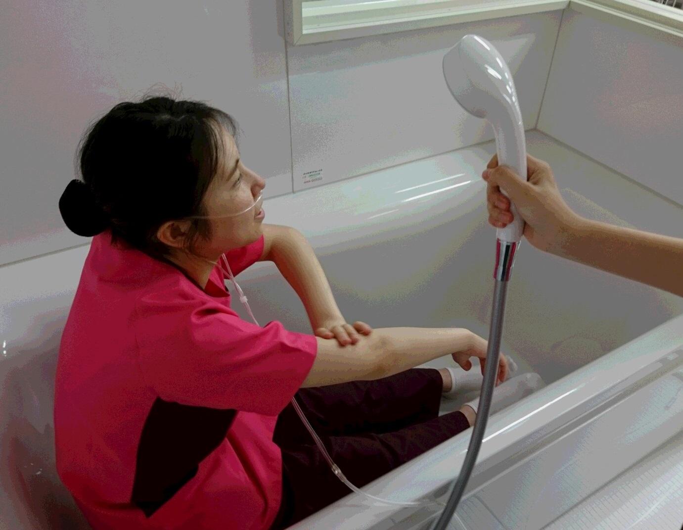演習紹介 器具を使って「酸素」を吸って生活する人を看護しよう!