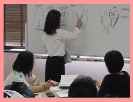 看護師国家試験に向けて3年生もはりきって勉強しています!