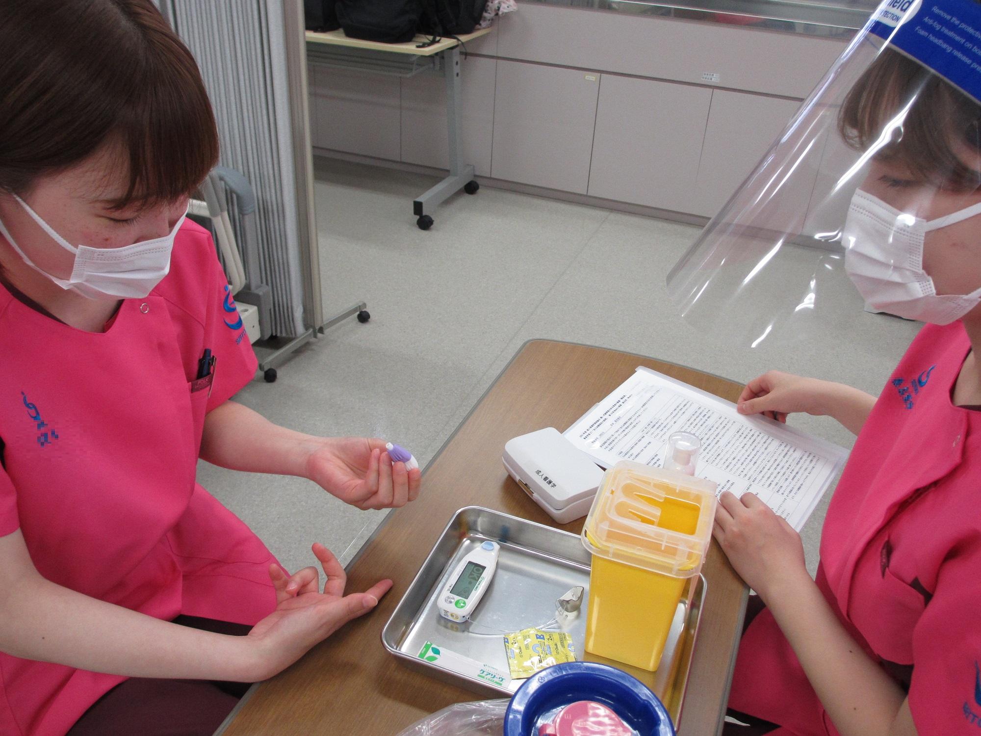 『これならできそうだ』 糖尿病患者が行う自己血糖測定の看護演習