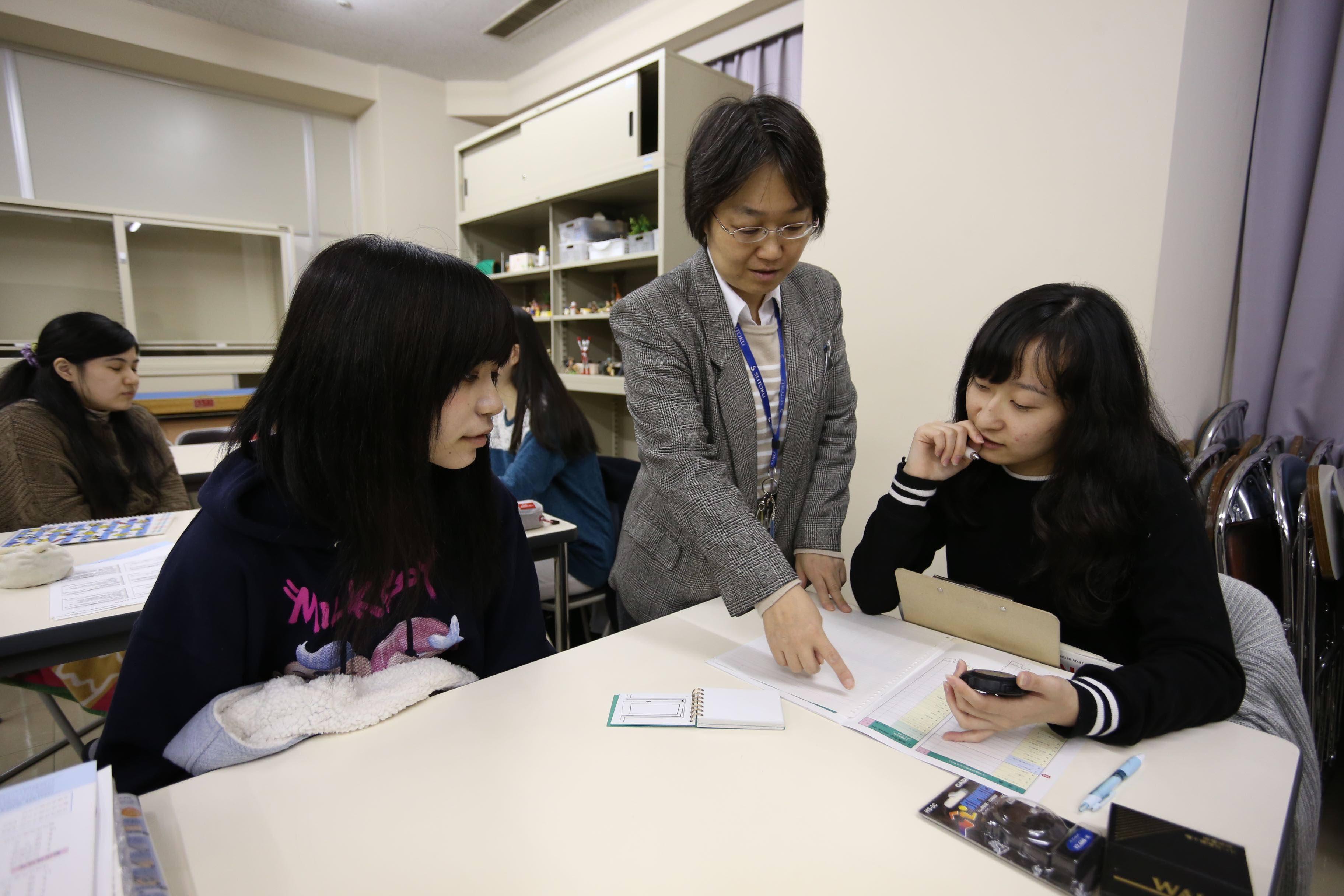 聖徳大学 心理学科 授業紹介③ 心理検査を体験してみよう
