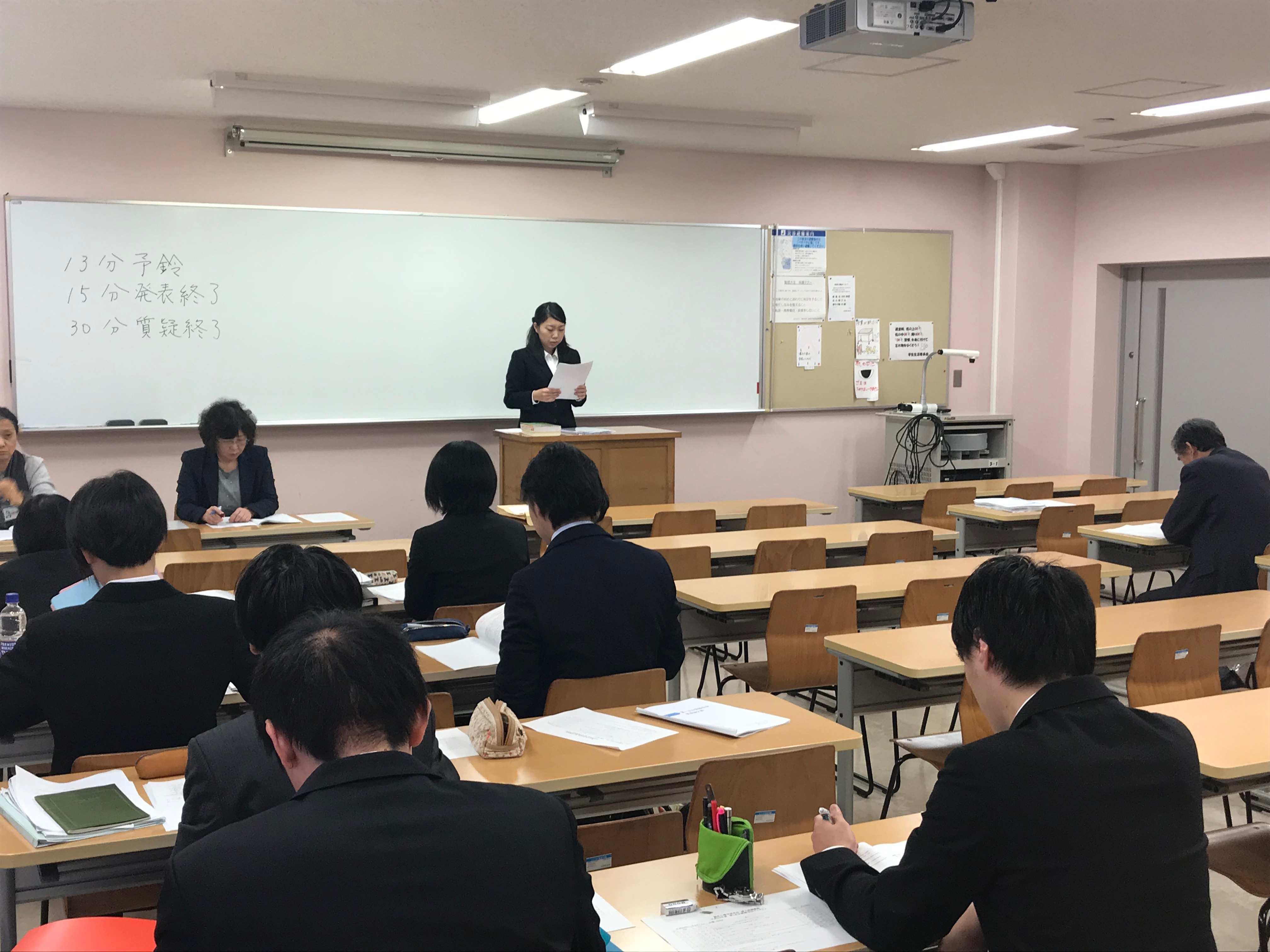 臨床心理学研究科の中間報告会を開催しました。